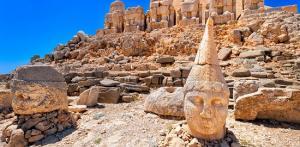 Kelionė Turkija: magiškas Nemruto kalnas