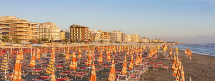 Itališkos šeimos atmosfera Riminio regiono pajūryje! Savaitė puikius atsiliepimus turinčiame 3* viešbutyje MONICA.