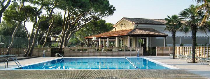 Itališkos šeimos atostogos žavingąjame MARKĖS regione! Savaitės poilsis labai jaukiame 3* viešbutyje CONERO AZZURRO VILLAGGIO.