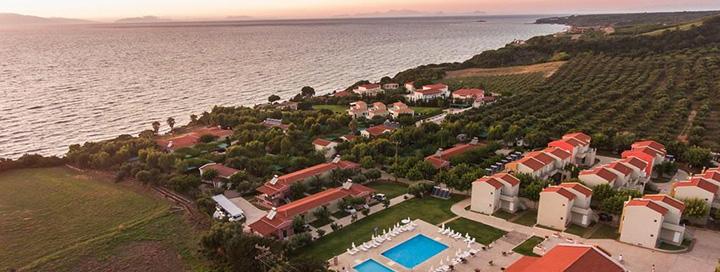 Saulėtos vasaros atostogos prie jūros GRAIKIJOJE, Peloponese! Savaitės poilsis 3* viešbutyje FOURNIA BEACH.