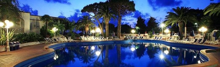 Saulėtos atostogos žavingoje Iskijos saloje, ITALIJOS Kampanijos regione! Savaitė jaukiame 3* viešbutyje su pusryčiais ir vakarienėmis - tik nuo 442 EUR! Kelionės data: 2017 m. spalio 9 d.