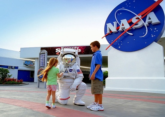 Pokalbis su astronautu: kelionės į kosmosą moko kuklumo - Verslo žinios