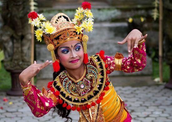 Singapūras, Balio salos kultūra ir balti Lomboko paplūdimiai