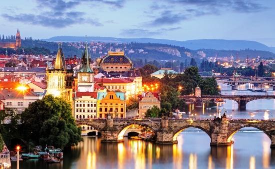 Praha ir renesansinė Melniko pilis..čia susipina istorija ir linksmybės