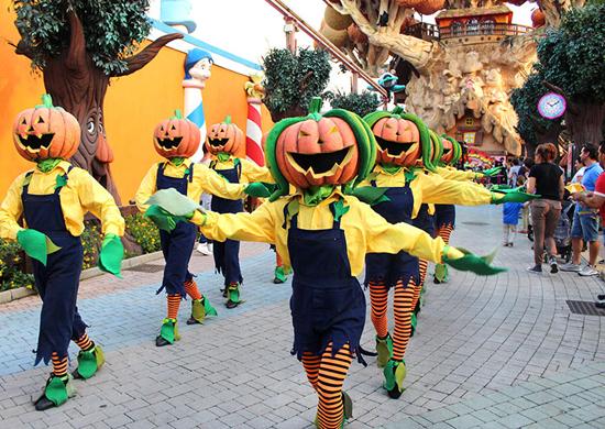 Siautulinga Helovino šventė spalvingame Gardalende Italijoje