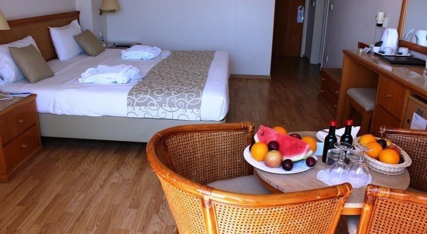 VENUS BEACH HOTEL 5*