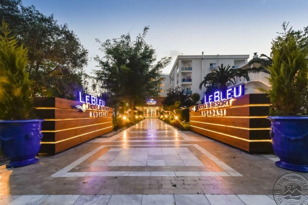 LE BLEU HOTEL & RESORT